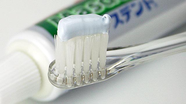 口臭に効く歯磨き粉のおすすめ成分一覧!人気のなた豆は?